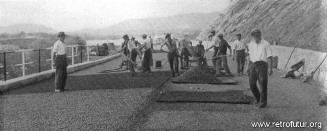 1932 - 1935: Building of mountain Highway Genova - Serravalle  (today A7) : L'allestimento della pavimentazione